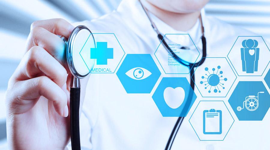 Médecin qui porte un stéthoscope
